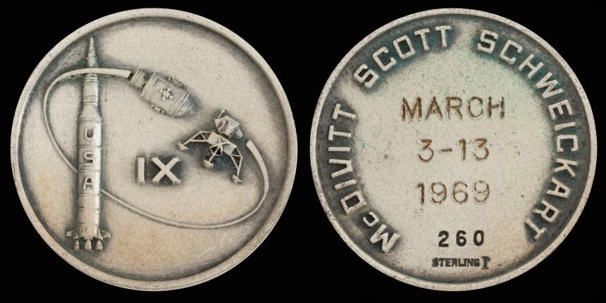 Apollo_9_Flown_Silver_Robbins_Medallion_(SN-260)